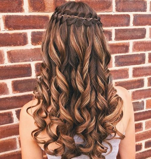 18 Stunning Curly Prom Hairstyles for 2020 , Updos, Down