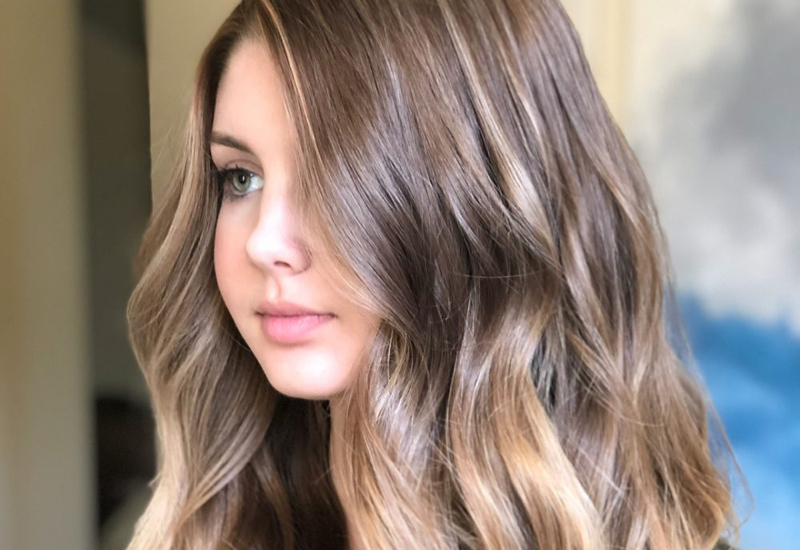 18 Most Flattering Long Hairstyles for Round Faces 2019 ...